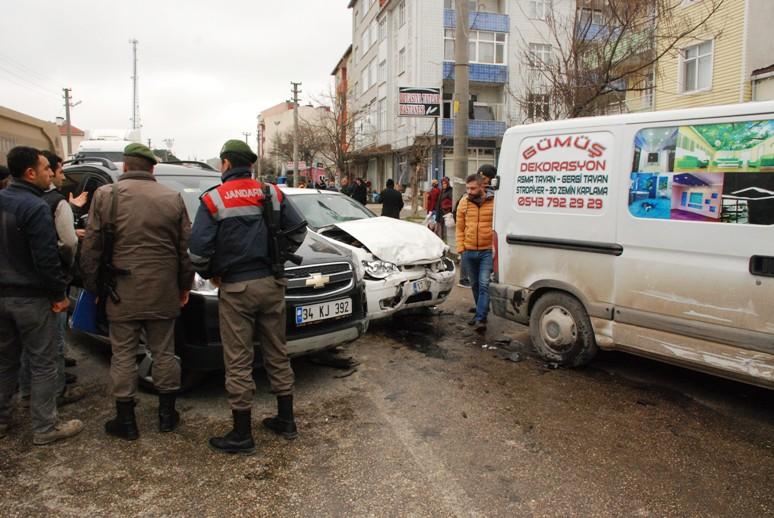 Saray'da Trafik Kazası: 2 Yaralı
