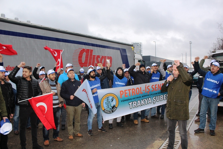 Petrol-İş Sendikasından Fabrika Önünde Eylem